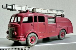 dinky_toys_-_fire_engine